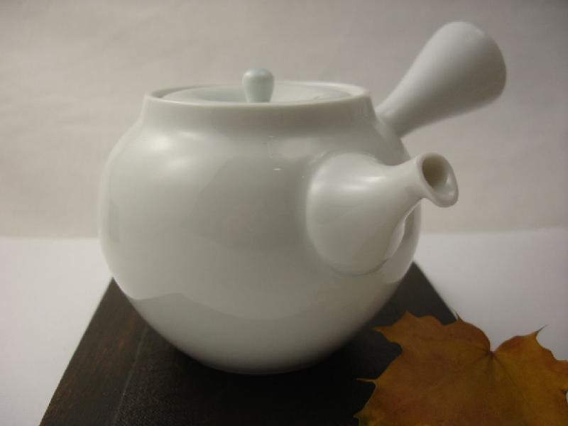 japanische teekanne aus arita porzellan japanische kessel und kannen teehandelshaus benjowski. Black Bedroom Furniture Sets. Home Design Ideas